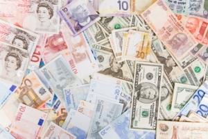 11.11.29-mjs_ft_travel-money-tips-2_2729488_582_388