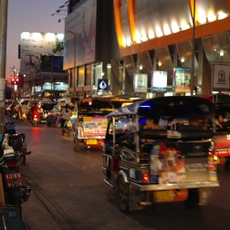 Tuk-tuks and vehicles outside Anusarn night markets