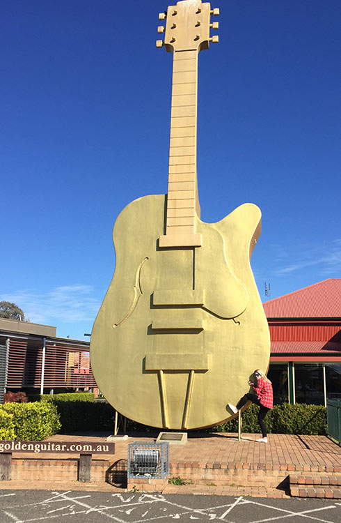 tamworth-golden-guitar