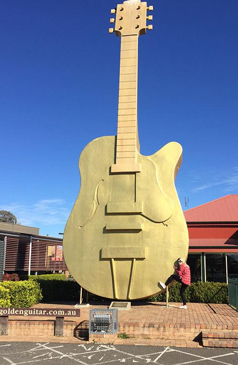 tamworth-golden-guitar