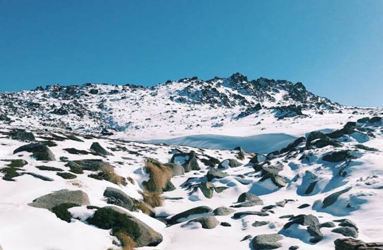 kosciuszko-summit-walk-frozen-lake