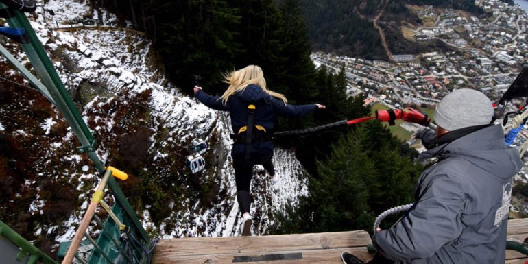 bungee-queenstown-ledge