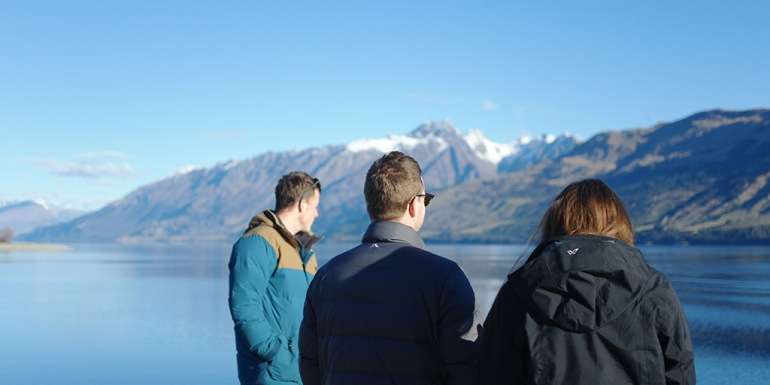 mark-dave-elly-skipping-rocks-near-queenstown