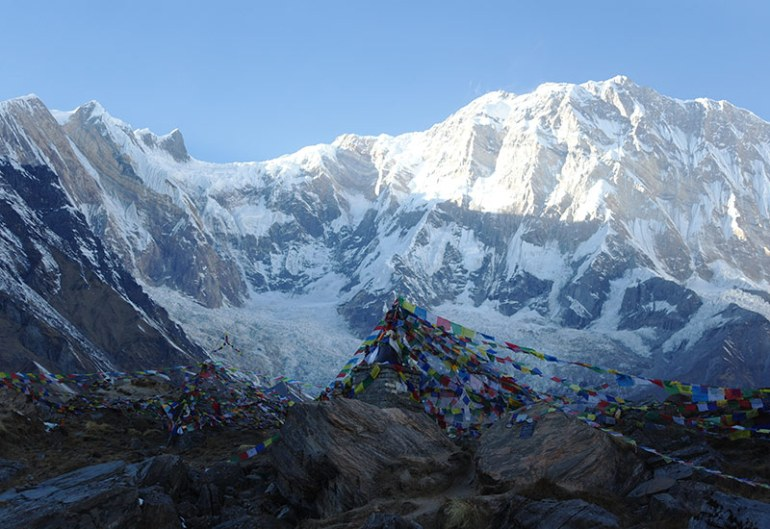 nepal-annapurna-massif-and-prayer-flags
