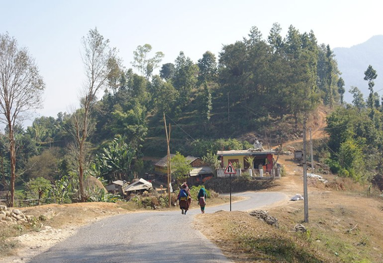 nepal-women-walking-bandipur
