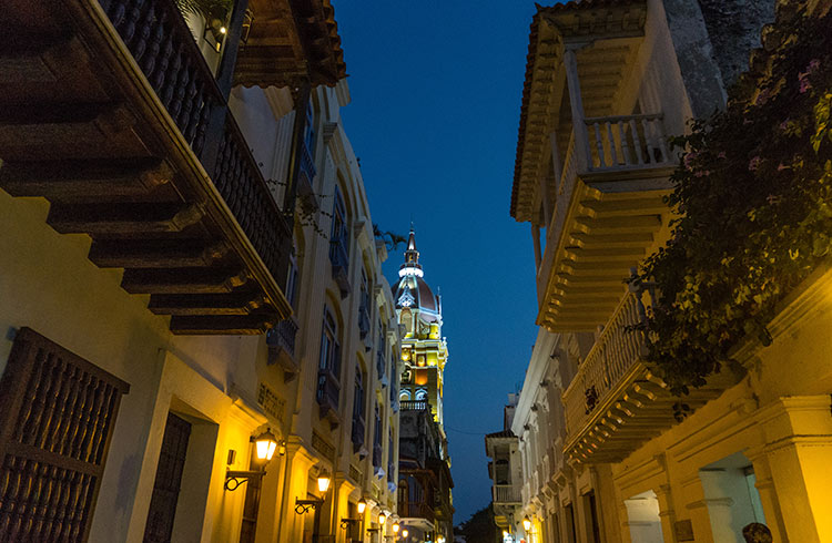 colombia-cartagena-streets-at-night