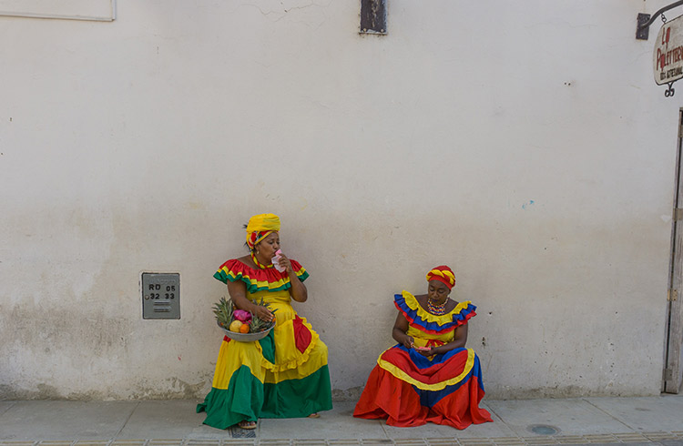 colombia-fruit-ladies-cartagena