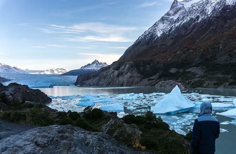 glacier-grey-colours-of-winter